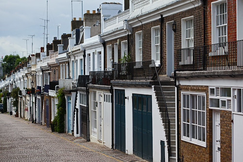 Holland Park Mews | by zoonabar