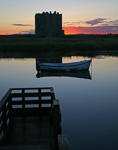 sunset red sky castle water beauty silhouette night canon dark eos evening scotland boat alba fort jetty ken scottish peaceful serenity 5d serene moat galloway gloaming settingsun ecosse threave castledouglas threavecastle stewartry steverichard