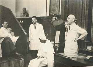 Arthur L. Bloomfield (1888-1962) with Robert Evans, William Kirby and unidentified patient   by Stanford Medical History Center