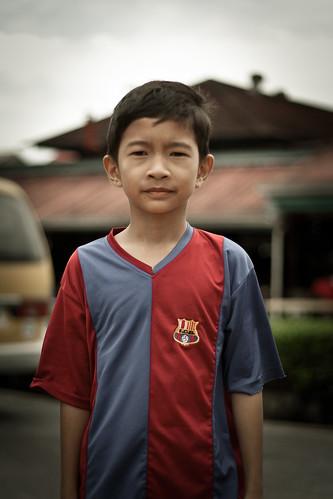 portrait shirt football kid child retrato sarawak malaysia borneo asie futbol enfant niño barça camiseta kuching garçon samarreta streetshot malaisie fcb malasia blaugrana futbolclubbarcelona