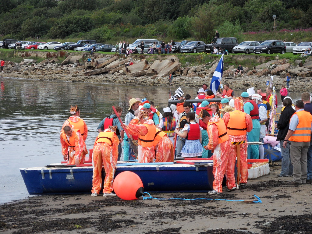 Invergordon Raft Race 100814