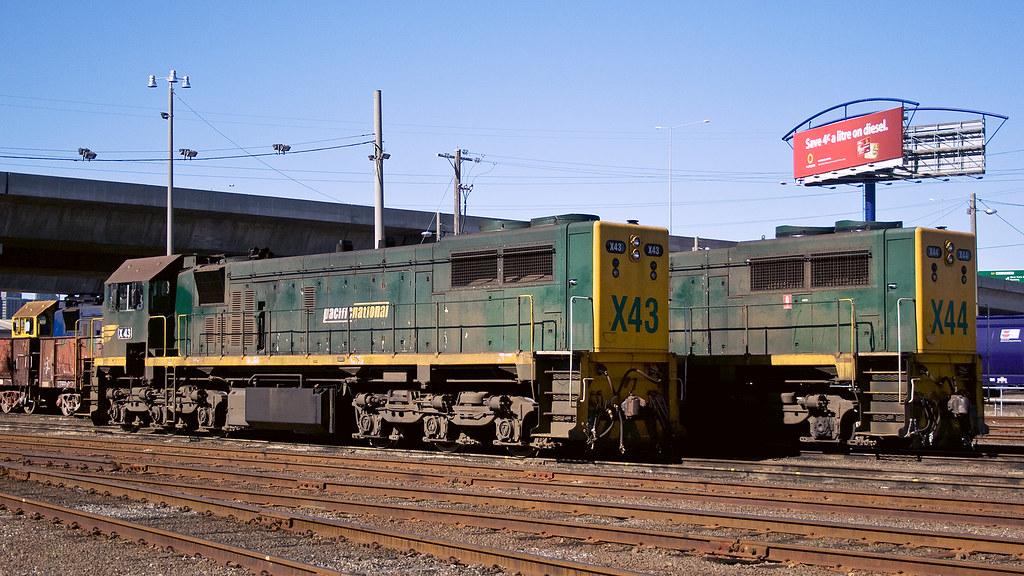 X43, X44 at Dynon by michaelgreenhill