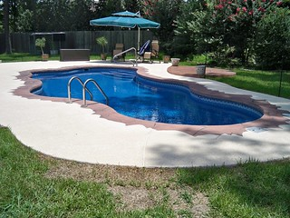 16 X 35 Cacun Saphire Blue with surf 220 tile and spray deck
