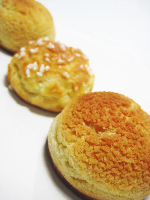 crumble cream puffs