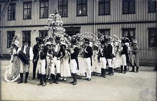 Det historiske opptog - Empireavdelingen på vei til Valborgsmesse i skogen (1914)