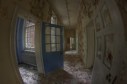 Hallway Distortion | by shando.