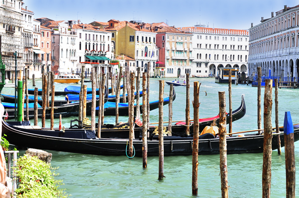 Gondolas At Hotel Ca Sagredo Grand Canal Rialto Ven Flickr