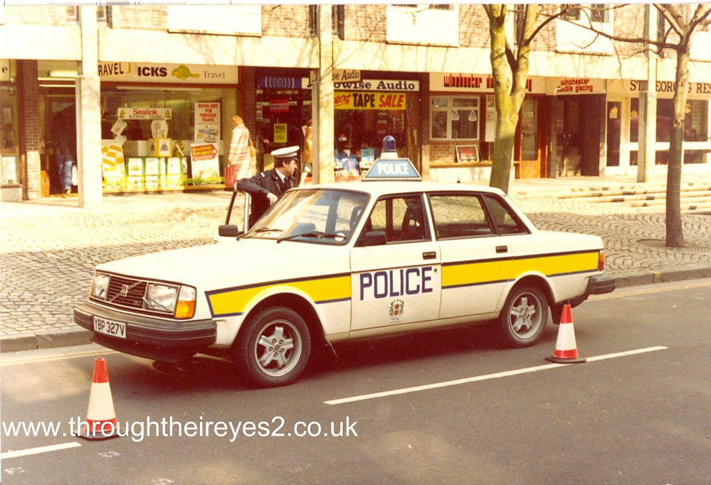 VOLVO POLICE CAR | Image from a large collection of original