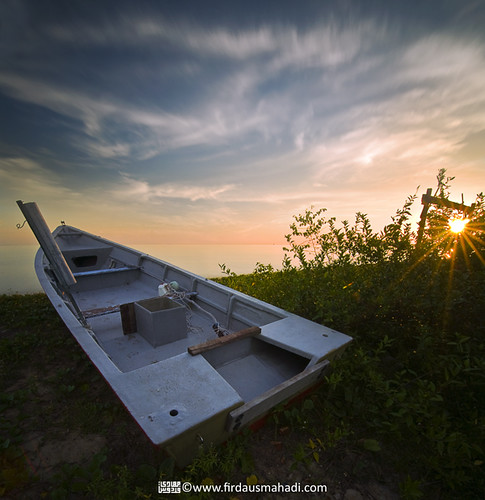 longexposure light sunset shadow sea sky sun water landscape evening boat scenery malaysia melaka tyre bot pemandangan bayang longexposures nd400 petang tayar masjidtanah pengkalanbalak vertorama manfrotto055xprob selatmelaka tokina1116mmf28 straitsofmelaka firdausmahadi firdaus™