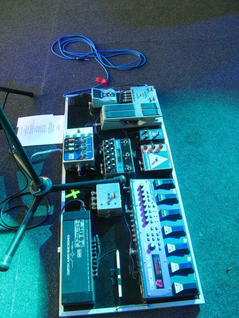 Tal Wilkenfeld's pedalboard - pic 01 | Reference Laboratory | Flickrnew icn messageflickr-free-ic3d pan white