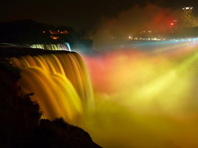 Niagara Falls - Illuminated