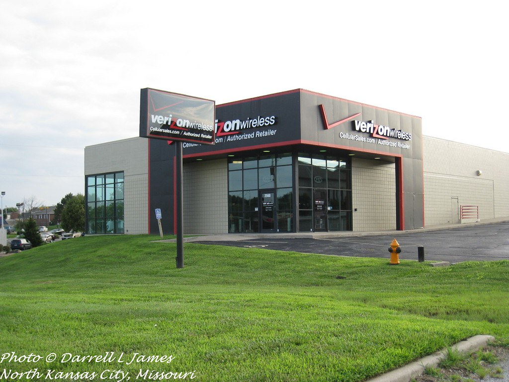 d3434bee1fba0a ... Auto Parts store, now Verizon, MO291 south of 23rd St. | by Retail