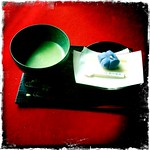 抹茶と桔梗の生菓子 matcha green tea and confection