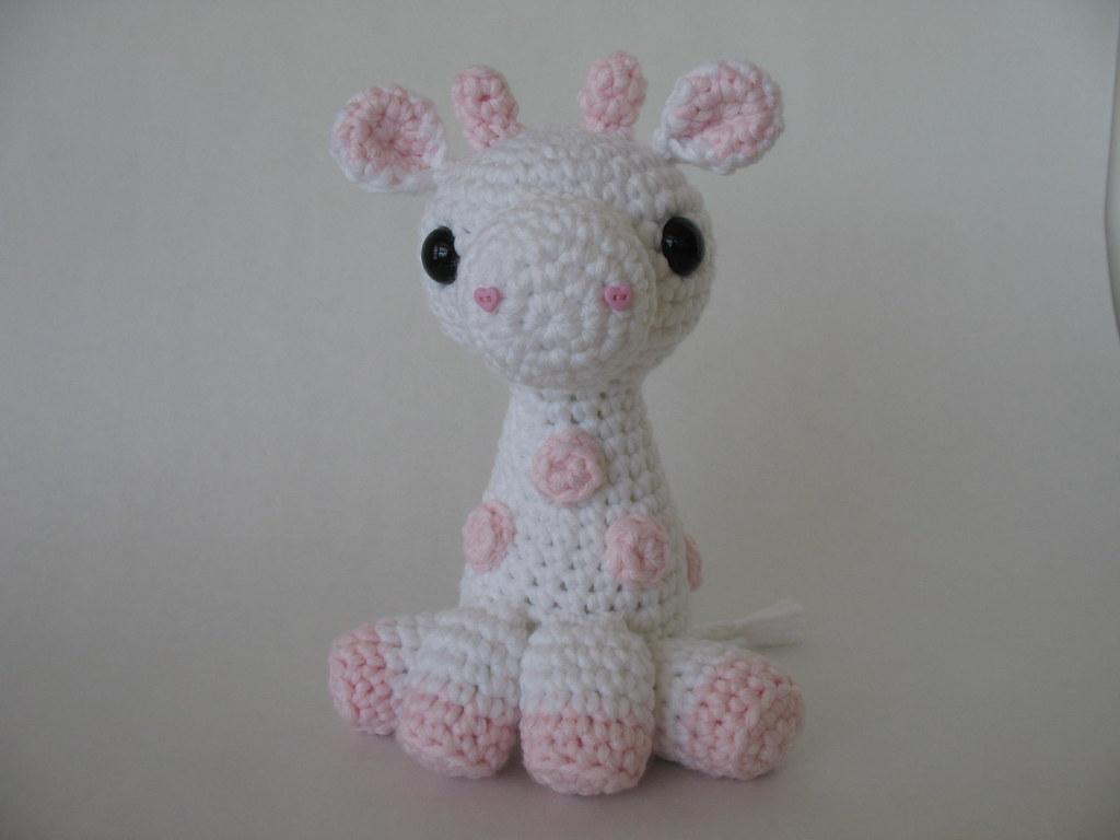 Free Crochet Pattern: How to crochet a baby giraffe - Flauscheinhorn | 768x1024