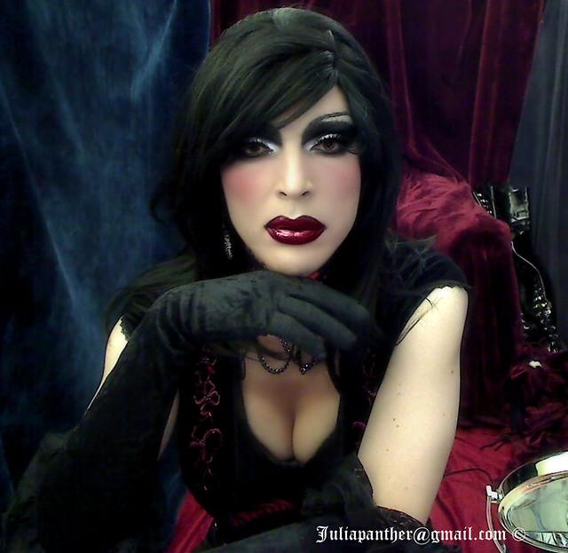 Gothic look, dark desires