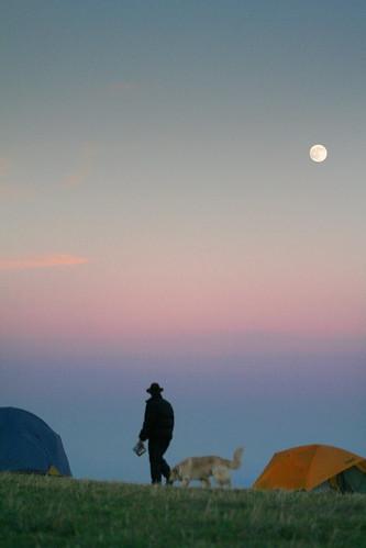camping autumn sunset moon mountain mountains fall atardecer tents twilight dusk hiking tennessee bald northcarolina luna appalachian senderismo sendero blueridge montañas appalachiantrail crepúsculo puestadelsol maxpatch vespertino apalaches tiendasdecampaña