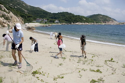 Cleaning Yung Sue Ha Beach on Lamma 1 | by Pondspider