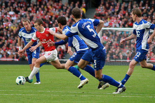 Jack Wilshere breaks through the defense (2) | by Ronnie Macdonald