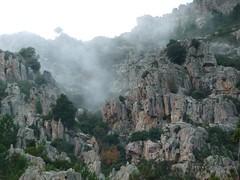 Sur le sentier d'I Scarpi : avant le ruisseau de Prune, les contreforts de Punta Cocca