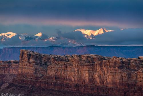 lasalmountains mazedistrict canyonlandsnationalpark mounttukuhnikivatz mountmellenthin mountpeale utah publiclandforpublicuse sunset
