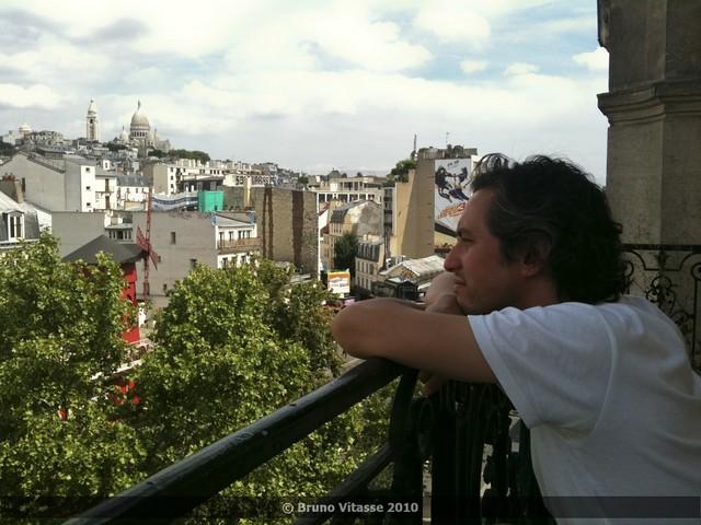 Montmartre connexion - Le bonheur au balcon