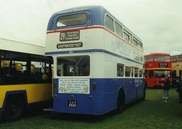 121, CUV 256C, AEC Routemaster (t.1993, rear)