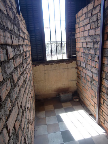 Cel in Tuol Sleng | by Jeske en Freek