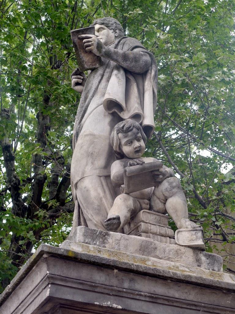 Statue sud - Détail - Place de la Rotonde - Cours Mirabeau - Aix en Provence - P1360587-P1360593