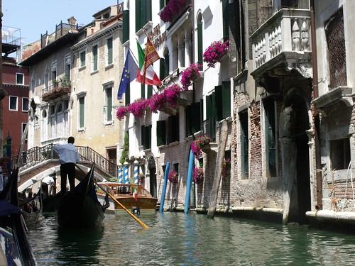 Venice - Gondola ride - Rio di Palazzo - EU, Italian and Veneto flags | by ell brown