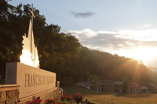 morning ohio sky sun sunrise entrance front sunburst rays rise sunrays steubenville mainentrance frontentrance franciscanuniversity ohiovalley newsign