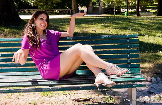 Michela sulla panchina al Parco Sempione Milano Italy