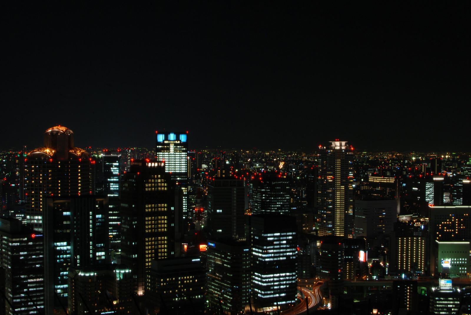 Vista de Osaka desde la Celeste Tower, toque Bladerunner