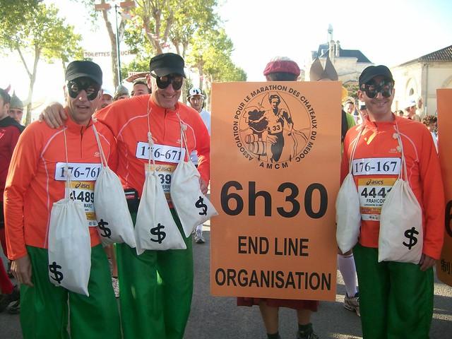 marathon du medoc 2010 : les coureurs balais...