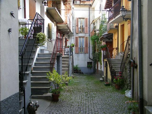 1] Ormea (CN) - scale e balconi.  - ❹