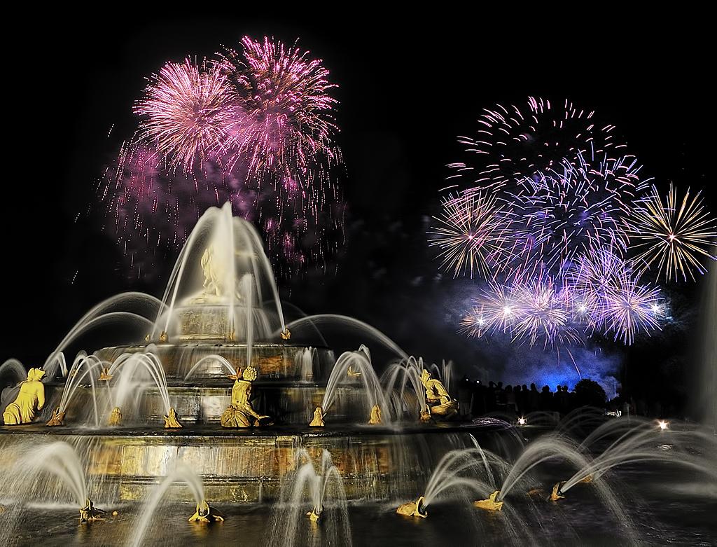 [Explore] Firework during summer show to Versailles' Castle ~ France ~ by Yannick Lefevre