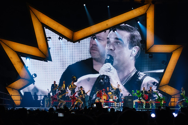Robbie Williams : The Heavy Entertainment Show - AccorHotels Arena, Paris (2017)
