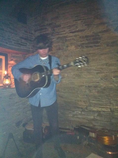 Fionn Regan plays the bothy