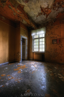 The room with the orange walls - L Mental Hospital | by Aasprong Photography