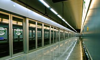 metro | by emildom75