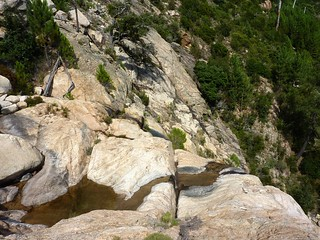 Au-dessus de la cascade noire 680m : dalles de montée/descente du contournement en RG