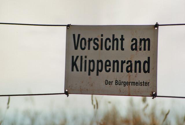 Helgoland  -Vorsicht am Klippenrand-