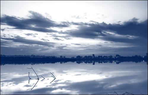 urban lake reflection water monochrome clouds buildings horizon hoya ndx8 d5000 antopix