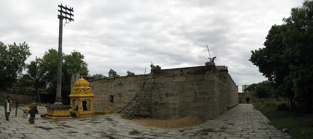 Nandhi Mandapam and the Outer praharam