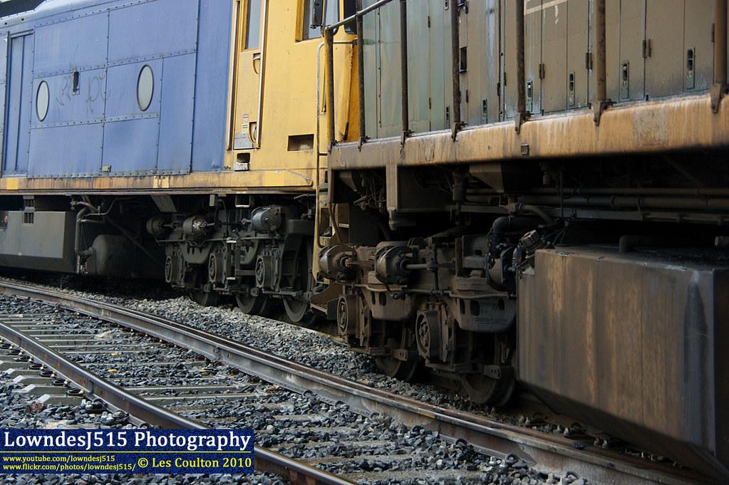 G527 & X39 at Docklinks Rd by LowndesJ515