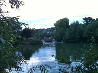 Cresting weir pool near Buscot Lock | by Tip Tours