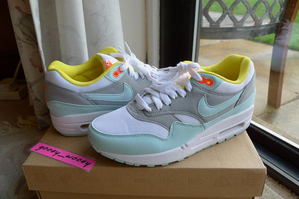 Nike Wmns Air Max 1 'Julep' ('10). | Gabbie's birthday prese