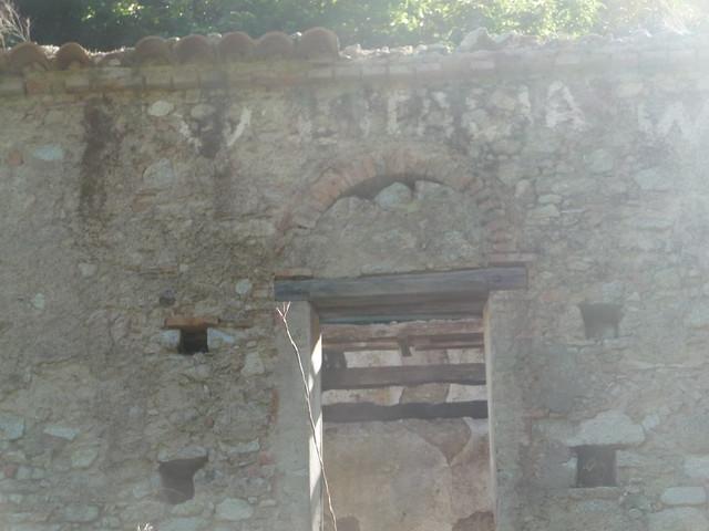 w l'italia in una casa abbandonata a Pietracupa