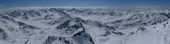 Pohled z vrcholu směrem k jihu, nad údolí Flüela.