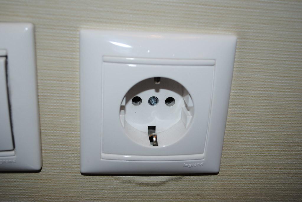 220 Volt Outlet >> 220 Volt Outlet From Holiday Inn Sofia Bulgaria Steve