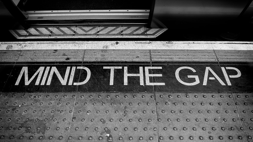 Mind the Gap | Reminder on the platform at Paddington Statio ...